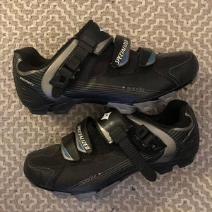 Cycling shoes - hardly worn!!